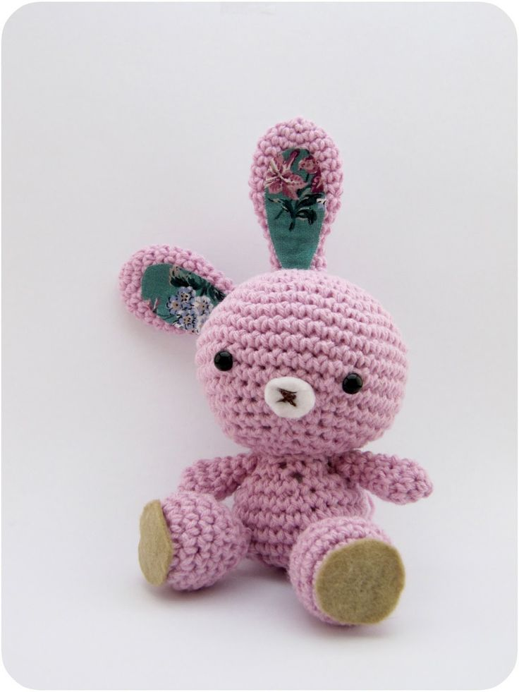 little amigurumi bunny, from free crochet pattern