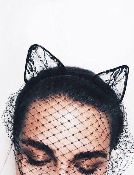 Voilette + oreilles de chat, ou comment zapper le chapeau lors d'un mariage (serre-tête Maison Michel)