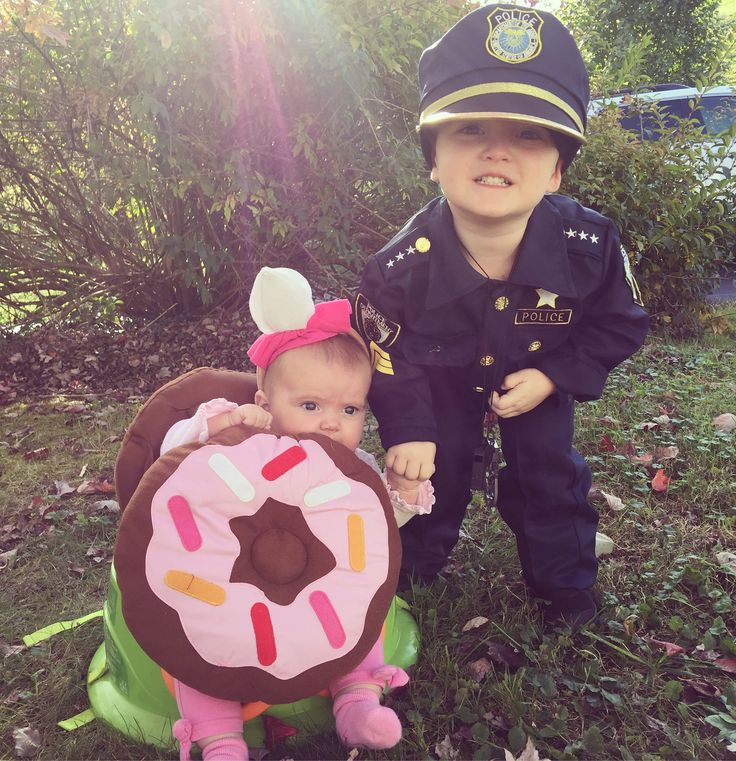 A cop and his donut #siblings #costume #halloween #fall #brother #sister #dressup