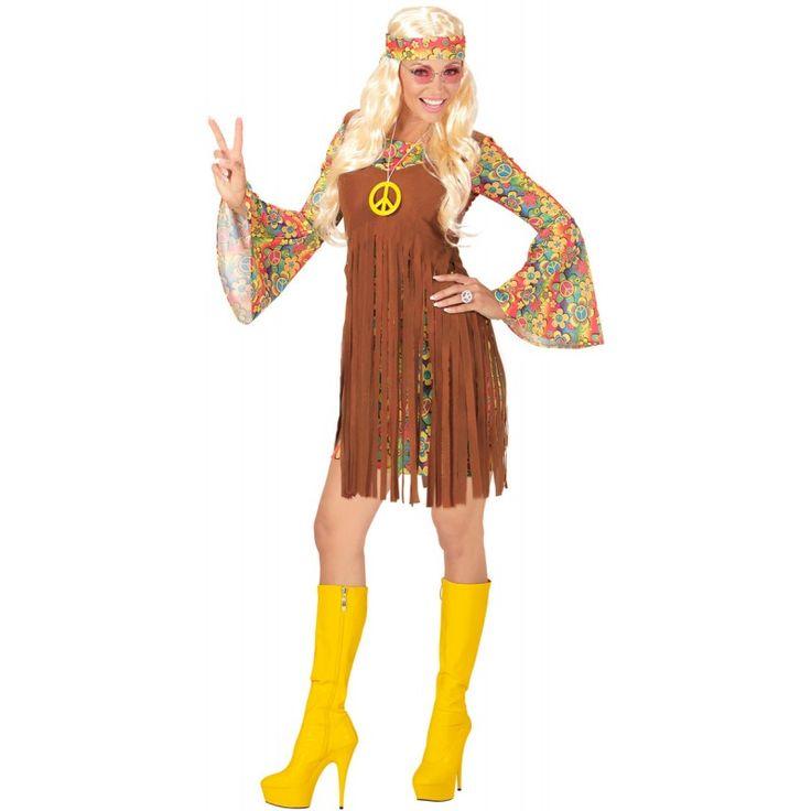 DasFetzige Hippie Girl Kostüm für Damen besteht aus einem Kleid mit einer Weste, einem Stirnband sowie einer Kette mit einem Peace-Zeichen.Dieses Peace-Zeichen kommt in einem knalligen Gelb daher und sticht auf der braunen Weste ideal hervor. Direkt unterhalb der Brust spaltet sich die braune Weste in zahlreiche lange Fransen auf. Sie sind genauso wie das bunte und blumige Design des mit Trompetenärmeln versehenen Kleides tolle Hingucker. Das Fetzige Hippie Girl Kostüm für Damen ist zudem…