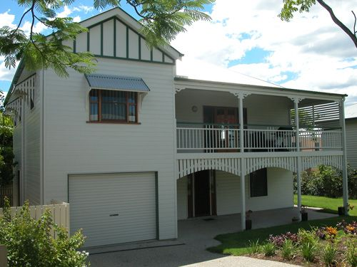 Georgina traditional queenslander style home by garth for Classic queenslander house