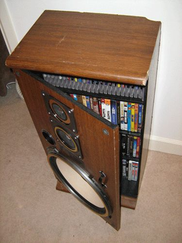 Love the look of these reconditioned old speakers...   Turn broken speakers into a media cabinet