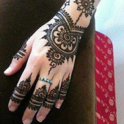 how to make big hands look feminine
