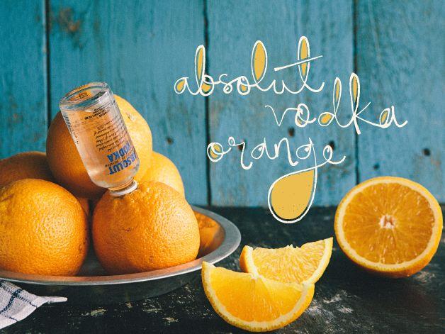 LARANJA MAMADA  A frutose (açúcar das frutas) e a vitamina C contidas na laranja auxiliam o seu fígado a quebrar o álcool e eliminá-lo na urina, deixando o seu sangue limpo. Não sabe como? A Absolut ensina. Basta colocar uma mini garrafa em uma laranja, como na melancia, e pronto!