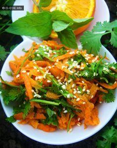 Летние салаты.Морковь+кинза - О вкусной и здоровой пище300 грамм сладкой, сочной моркови 2 больших пучка кинзы несколько веточек мяты 1 апельсин пол-лимона 2 ст.л. оливкового масла 1 ст.л. семян кунжута 1 ч.л. сухого имбиря соль,