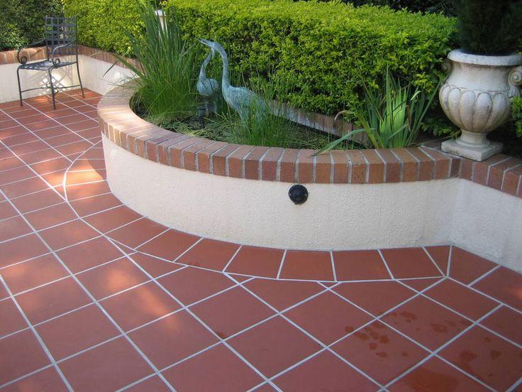 Pavimento Giardino Giardino Con Pavimenti In Piastrelle Di Colore Marrone