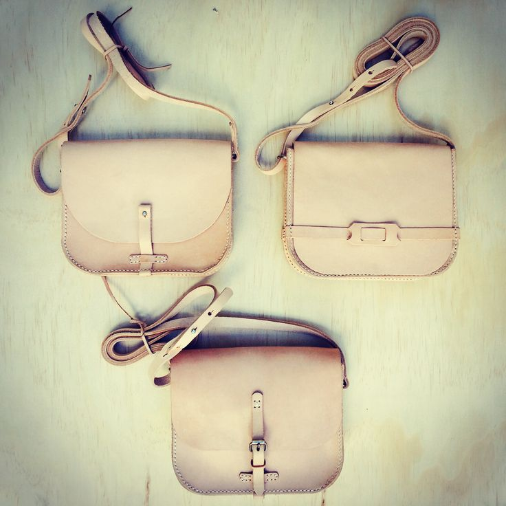 Lovely ladies shoulder bags. Classic and timeless designs in a natural finish. Adjustable shoulder straps with slight variants in design to complement the closures.