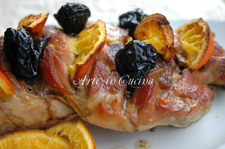 Tacchino al forno alla arancia e salsa di prugne . Roasted turkey marinated and cooked with oranges and prunes..