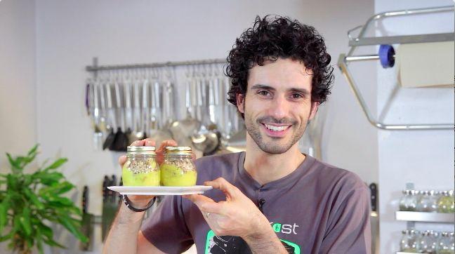 Biscotto friabile affogato in crema pasticcera senza uova con granella di nocciole - Marco Bianchi