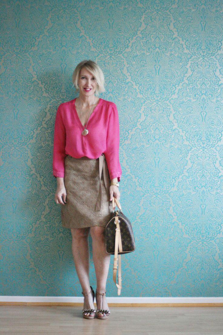 A fashion blog for women over 40 and mature women http://www.glamupyourlifestyle.com/  Blouse: Dorothee Schumacher Skirt: René Lezard  Shoes: Dorothee Schumacher Bag: Louis Vuitton