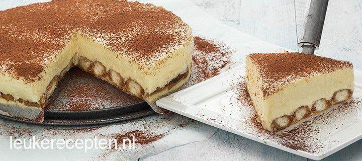 Heerlijke taart met een bodem van in koffie gedrenkte lange vingers met een laag cheesecake met mascarpone