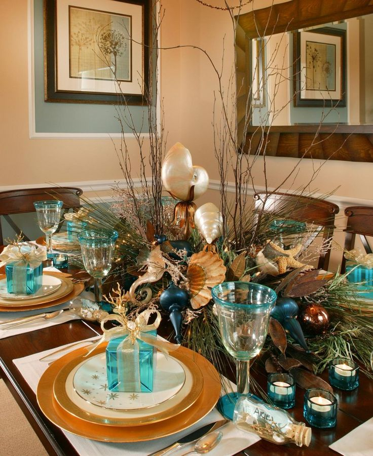 502 best holiday tablescapes images on pinterest table for Modern christmas table settings ideas