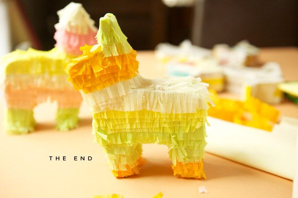 Mexican theme dinner party decor: DIY mini piñata place settings from @Jordan Bromley Ferney