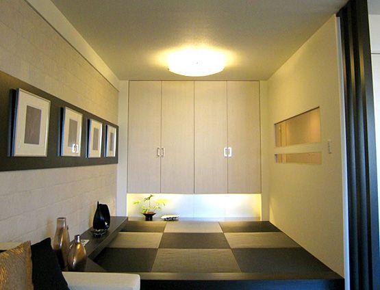 J143 ギャラリー・WA/墨色の畳。黒いフローリング。壁面のモノクロアート。海外から注目されているJAPANESEモダンな空間を演出してみませんか?