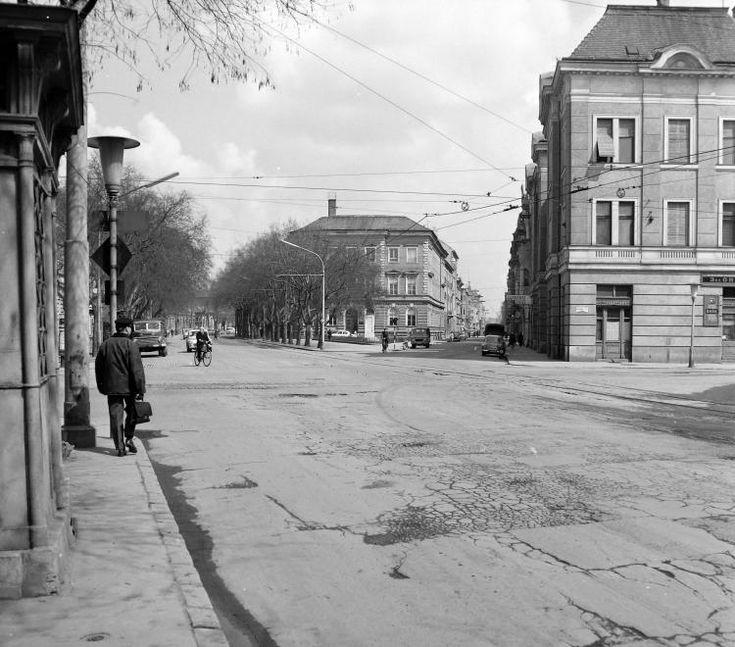 Tisza Lajos (Lenin) körút és a Feketesas (Bajcsy Zsilinszky) utca a Dugonics térről nézve.