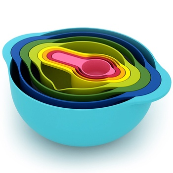 A kitchen fundamental: space-saving measuring cups set