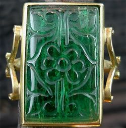 Antique 18K Yellow Gold and Carved Emerald Ring