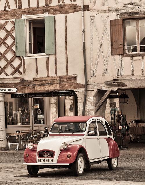 An English registered 2CV in Eymet, Dordogne.