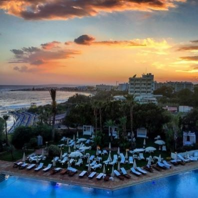 A beautiful sunset is always the cherry on top for a great summer day at Grecian Sands Hotel Cyprus!📷 @asuspie #cyprus #greciansandshotel #beautifulsunsets #sunsetview #greciansands #hotel #bestsunset #ayianapa