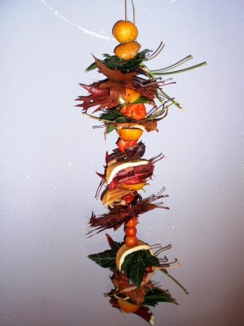 alles-vanellis: Herfstslinger van noten, bladeren, vruchtjes en andere dingen