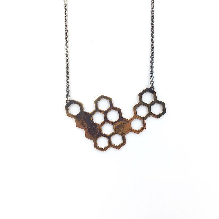 Un preferito personale dal mio negozio Etsy https://www.etsy.com/it/listing/502585693/bee-hive-necklace