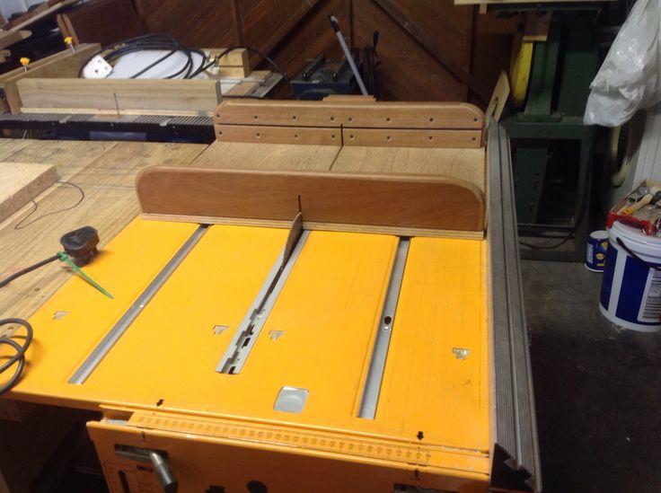 Triton 2000 table saw crosscut sledge