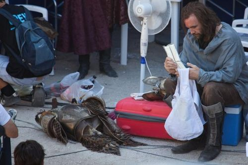 Rory McCann behind the scenes of GoT S2 (x)