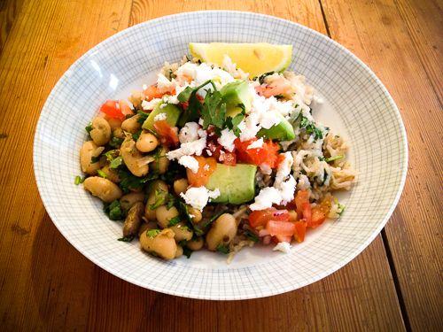 http://derultimativekochblog.com/brauner-reis-und-bohnen-mit-ingwer-chili-salsa-und-tomatensalat