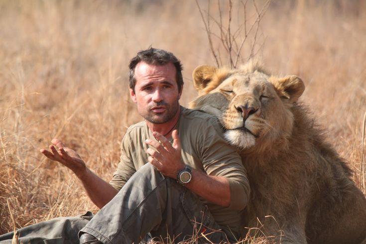 Kevin Richardson j'adore ce mec ce qu'il fait pour les animaux est juste incroyable respect