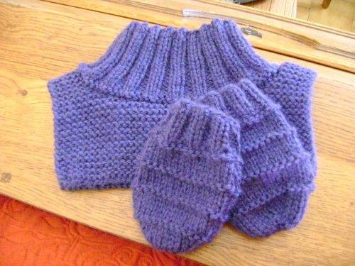 Le froid revenant à grands pas, je vous propose un modèle de col et de moufles pour enfant. Dans de...