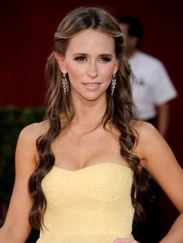 Pictures : Jennifer Love Hewitt - Jennifer Love Hewitt Long ... (So, this is the idea of Elsa's hair (in Charme Masquerade Ball) when I say it was parted down the middle and the bangs pinned back.)