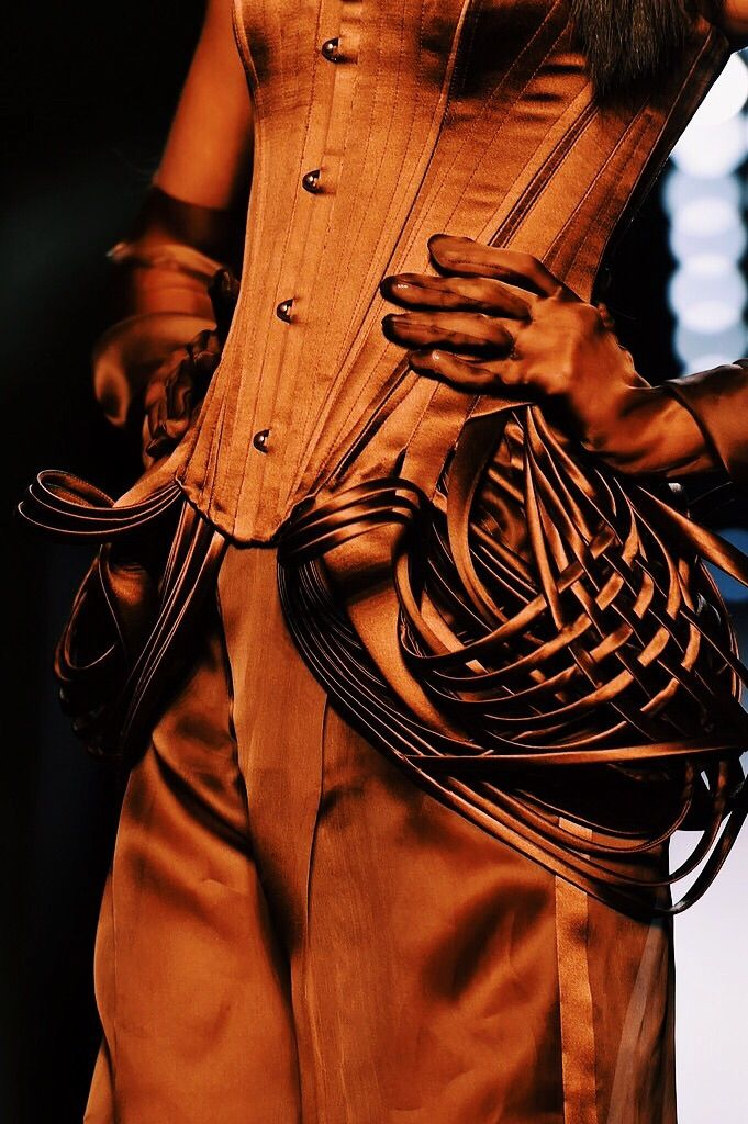 Jean Paul Gaultier Spring 2015 Haute Couture(via the absolute PHOTOGRAPHY blog…)