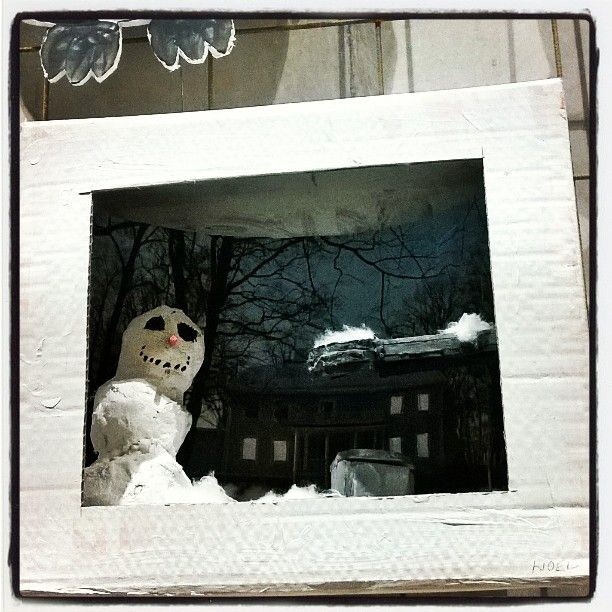 #lumiukko ⛄ #dioraama #diorama #sataakohuomennalunta #näyttely #exhibition #lähiö #lähiöhelvetti #lähiössä #taidetta ja #kulttuuria... #snowman ⛄ #north #suburbian #art