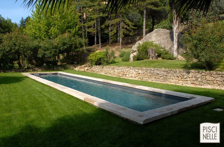 Les 25 meilleures id es de la cat gorie tapis gazon sur for Bassin piscine pierre