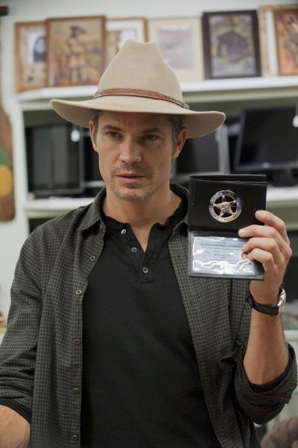 Still of Timothy Olyphant in Justified (2010)