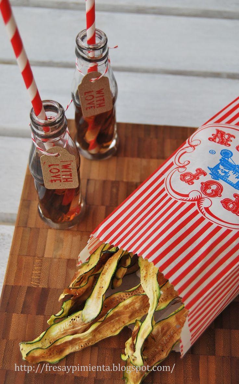 ¿algo para picar? unos sencillos chips de calabacín, deshidratados en el horno y aderezados con jengibre en polvo, curry, pimienta..... sin...