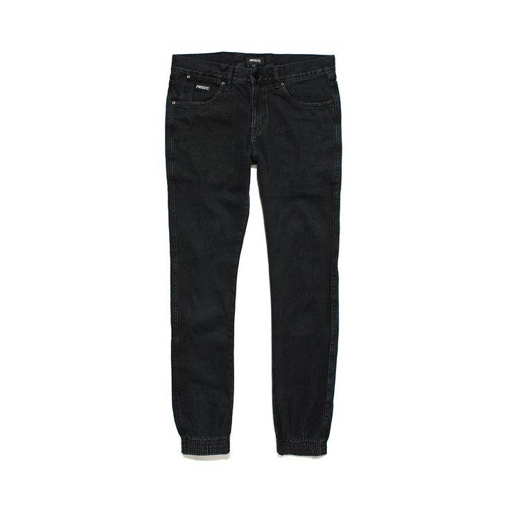 Spodnie Jeansowe REGULAR JOGGER BLACK Spodnie jeansowe skrojone w stylu 'regular'. Ściągacze w nogawkach. Metka Prosto na kieszonce.