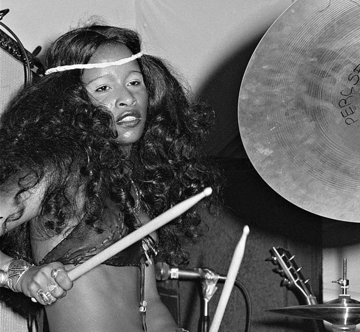 A young, fierce-looking Chaka Khan behind the drum kit for Rufus back in the early 1970s via dangerousminds.net
