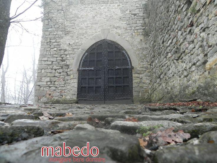 L'ingresso al Castello Dal Verme di Zavattarello