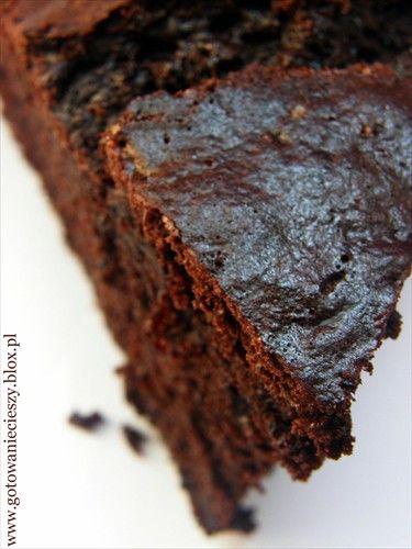 Od początku traktowałam ten przepis z dużą rezerwą. Ciasto z cukinią? Czekolada i cukinia? Być nie może... A jednak może :) To jedno z lepszych ciast