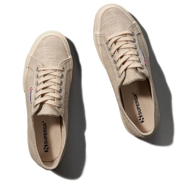 Abercrombie & Fitch Superga METLINW Sneaker (1,355 HNL) ❤ liked on Polyvore featuring shoes, sneakers, abercrombie, cream, metallic sneakers, crepe sole shoes, ski shoes, cream shoes и metallic shoes