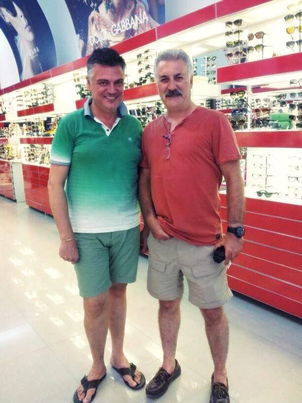 Ekranların ünlü yıldızı Tamer Karadağlı'nın, gözlük alışverişinde Türkiye'nin yıldızı olan markamızı tercih etmesi mutluluğumuz oldu..