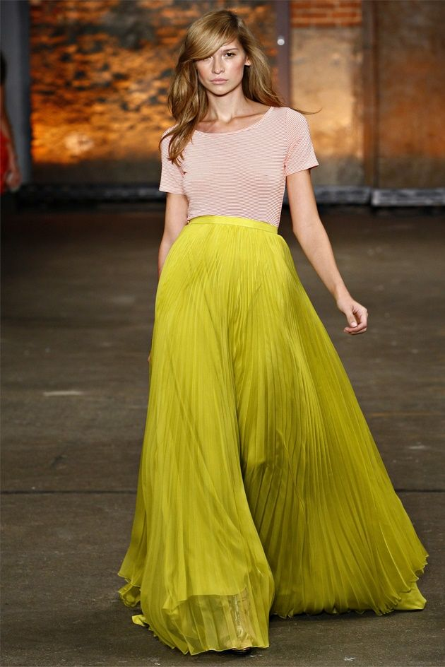Love the hair: Colors Combos, Pleated Maxi, Yellow Skirts, Long Skirts, Gowns, Christiansiriano, Christian Siriano, Maxiskirts, Maxi Skirts