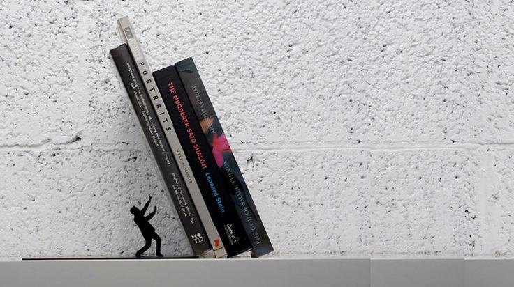Ev dekorasyonunda şık kitap tutucular Yapacağınız olan el yapımı dekoratif kitap tutucular sayesinde kitap devrilmeleri sorun olmaktan çıkacak.