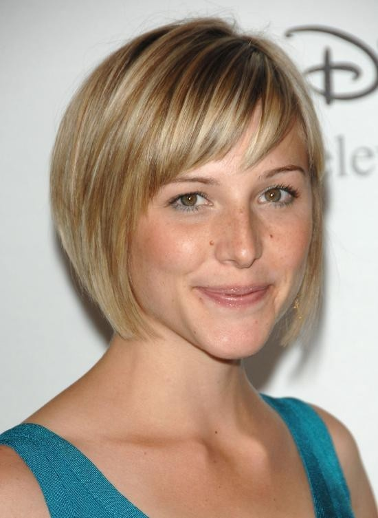 I like this because its not a pouffy bob like I always, always wear.  Its thinned out on the sides, so it would be easy to tuck behind the ears.  Her hair texture looks just like mine, too, so this cut would probably work well for me...