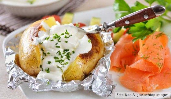 Kumpir, Backkartoffeln, Kartoffel in Alufolie, Folienkartoffel, Kumpir Füllungen, Sour Cream, Kräuterquark, Lachs, baked potato