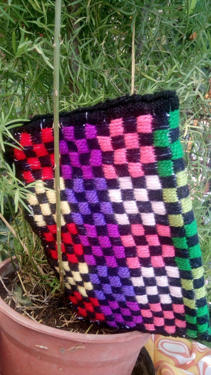 lanas multicolor!!  y arpillera
