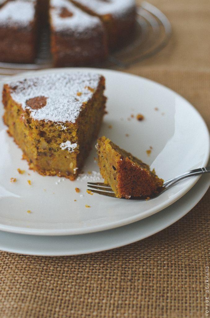 Pas d'Automnes sans desserts aux carottes, aux noisettes ou au praliné. Voici la recette de mon gâteau à la carotte et aux noisettes, moelleux à souhait !