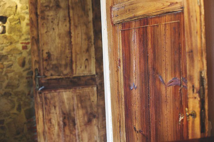La venatura del legno è la caratteristica principale dell'immagine.