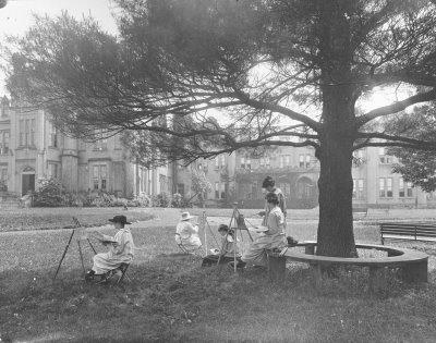 Art class at Ontario Ladies' College in 1913; renamed Trafalgar Castle School in 1979